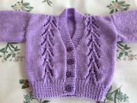 HAND KNITTED BABY CARDIGAN. LILAC. NEW.