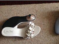 Kitten heel ruffle shoes