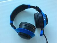 Chat headset with detachable Bluetooth speakers