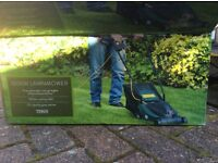 Electric tesco lawn mower, hardly used, 1000W