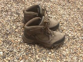 Unisex walking boots Size 8/ 42