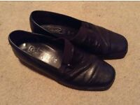 Gabor Lady's leather slip on shoes - size 5.5, width h
