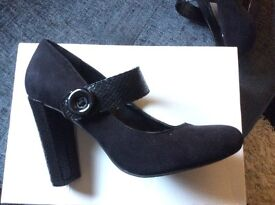 Black Mary Jane Shoes size 3.5