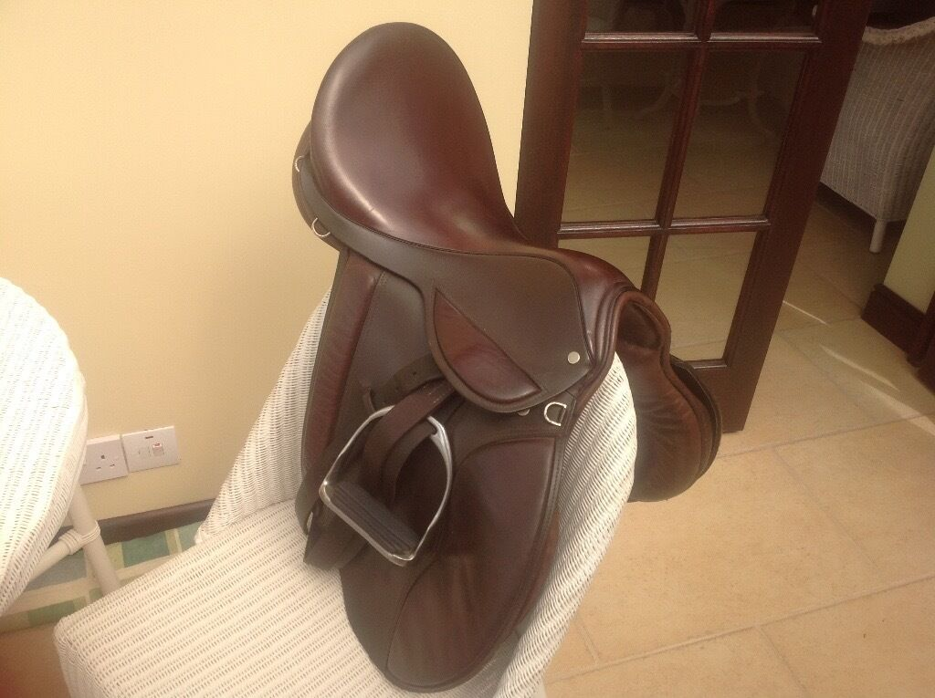 """18"""" GP Saddle And Full Size Bridle2 Bitsin Market Harborough, LeicestershireGumtree - Ray Hinton 18"""" GP Saddle Made By Ray Hinton Saddlery Walsall. England Good Condition Brown Leather Medium to Wide Fit to Include Stirupps and Leathers. Very Nice Comfortable Saddle Also Full Size Bridle with 2 Bits (One Snaffle, One Gagg Snaffle)..."""