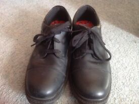 Size 5.5 E Clarks lace up school shoes-worn once