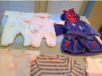 GIrls bundle of clothes (mix of newborn to 12 months)