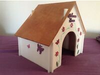 House suitable for small/medium rabbit.