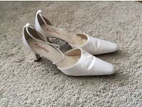Size 6/7 Ivory wedding shoes