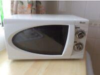 Swan 800 watt microwave oven