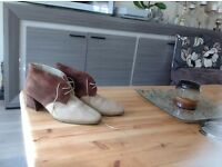 "very smart ankle boots, Quality suede. Italian ,were Very expensive ""! size 6 & a half ,thanks"