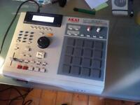 Akai MPC 2000 XL sampler sequencer