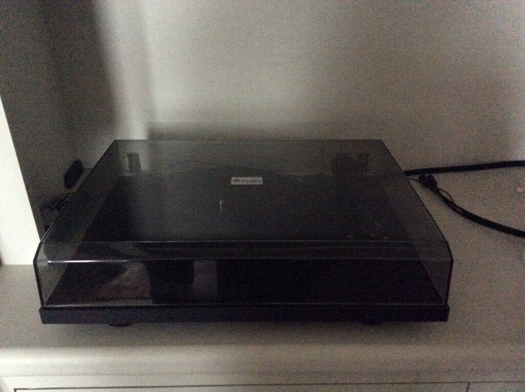 Pro-Ject Essential record player, excellent condition