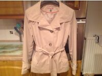 Giacca rain coat size medium 12/14. Polyester and lined. Worn only once. Lightweight and immaculate.