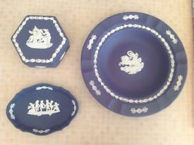 3 VINTAGE WEDGWOOD POTTERY CERAMIC PIECES, COBALT BLUE, VINTAGE, PIN TRAY TRINKET BOX PLATE