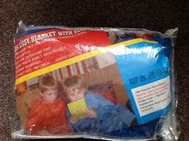 Kids cosy blanket/ snuggie one size blue in packet
