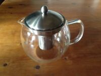 Large glass tea pot hardly used excellent condition