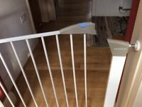 Lindam child stair gate,excellent condition, all parts attached.