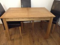 OAK EXTENDING DINING TABLE C/W 4 CHAIRS