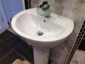 Modern White Wash Basin & Pedestal