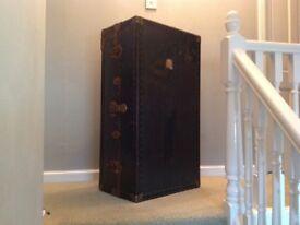 Storage vintage trunk in good condition.