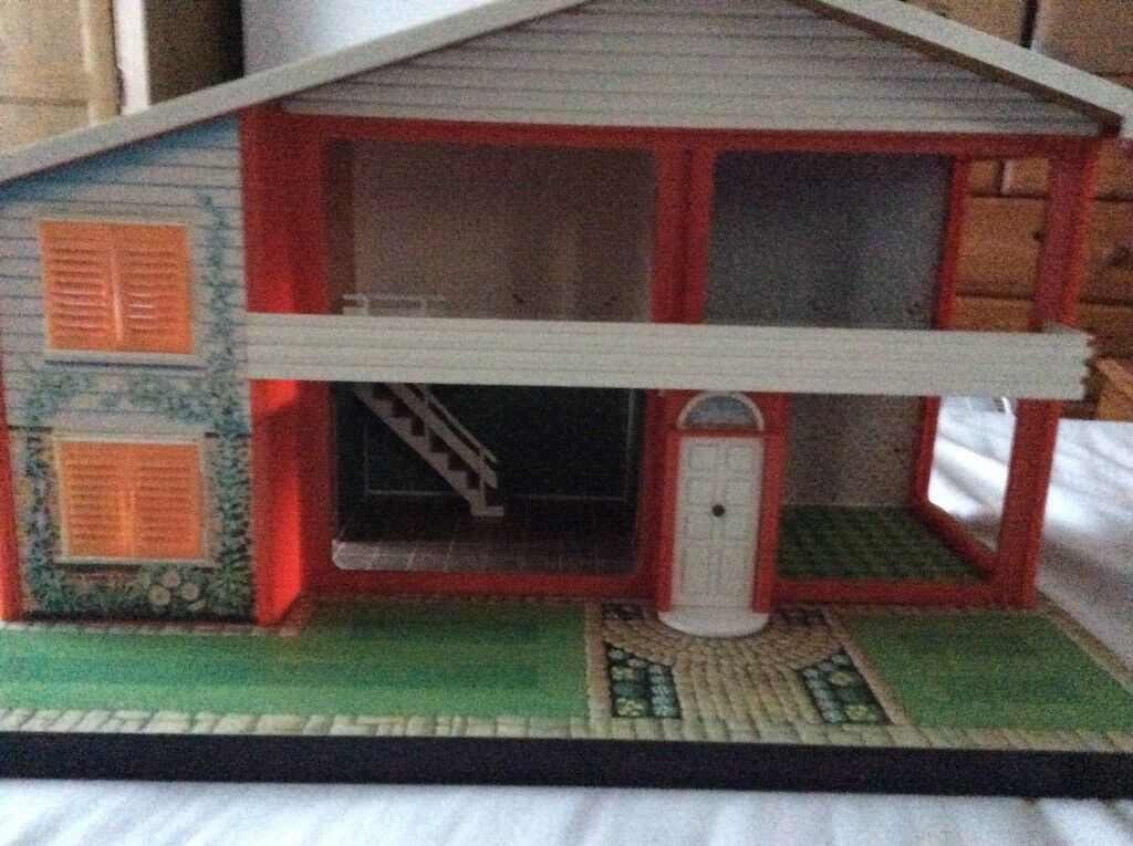 70's Style Collectible Dolls House