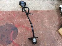 Challenge Extreme 26cc grass strimmer. 2 stroke petrol engine. Auxiliary handle. Safety switch.
