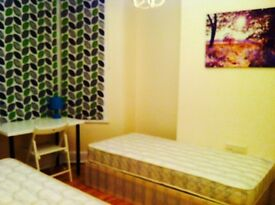 AMAZING TWIN/DOUBLE ROOM HABITACION DOBLE, 8 MNTS WALK CANNING TOWN, 10 MNTS TUBE OXFORD ST, ZONE 2