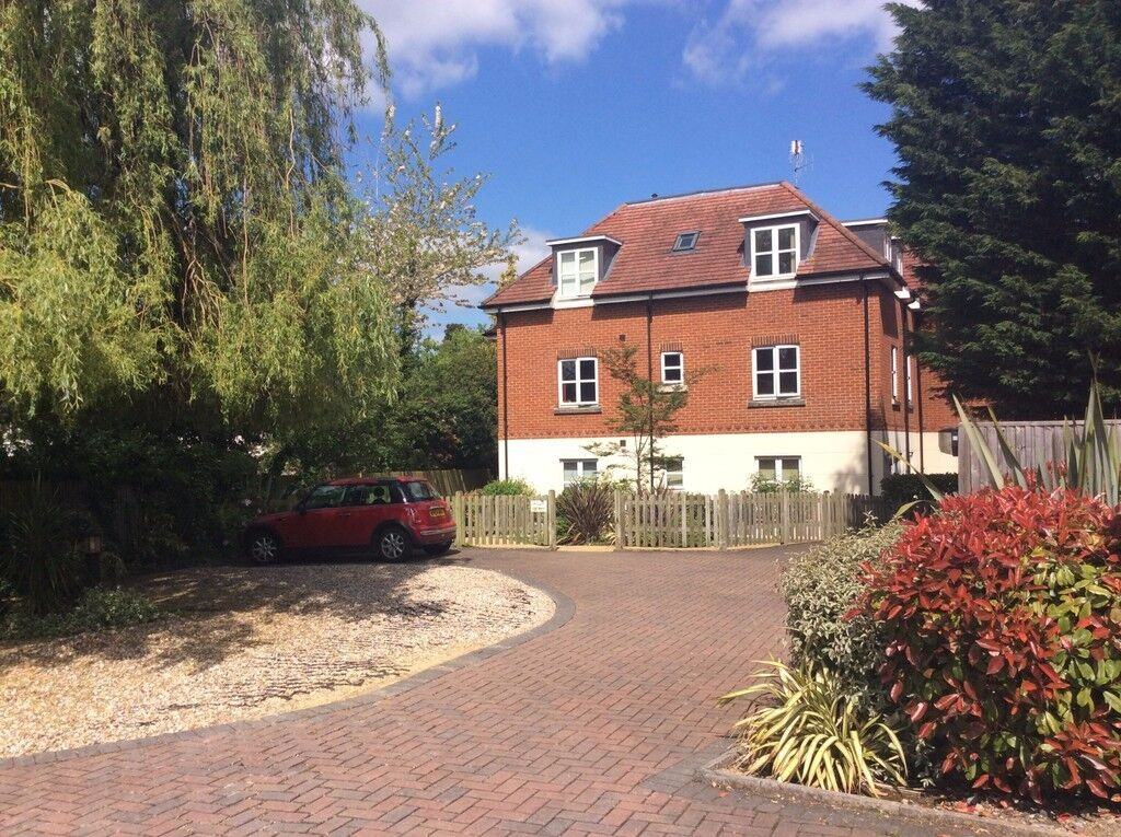 2 bedroom flat in REF:1151 | Wessex Gate | Shinfield Rd | Reading | RG2