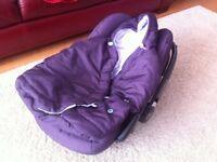 Maxi Cosi Pebble car seat and footmuff
