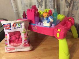 Mega Bloks Princess Play 'n' Go Fairytale Table