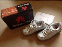 Roll-On Heeley style unisex trainers size 3