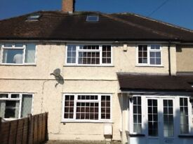 Recently decorated four bedroom spacious clean house in Marston,Oxford,close to Headington Hospitals