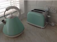 BRAND NEW SET OF KETTLE AND TOASTER PYRAMID SHAPE IN MINT GREEN