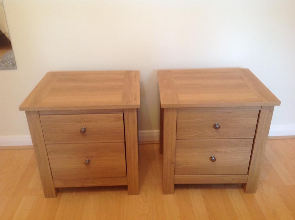 Two Oak Veneer Bedside Cabinets 50
