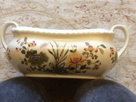 Lovely ceramic dish. No chips or cracks. Perfect condition.