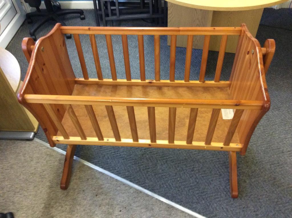 Swinging cradle cot