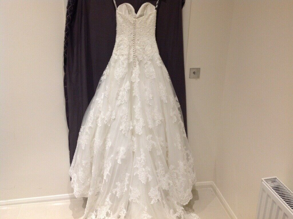 4d5a75155dc4c0 Wedding Dress. Ivory Colour. Size 8 to 10 UK. Worn ONCE Only.