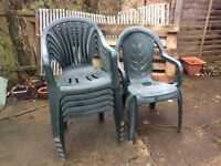 6 garden plastic chairs + free table