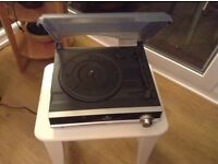 Auna TBA-298 turntable with built in speakers