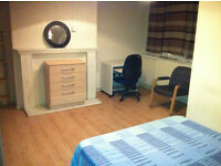 BIG ROOM FOR 3 FRENDS (GIRLS) IN WHITE CHAPEL, £ 80,00 EACH P/ WEEK