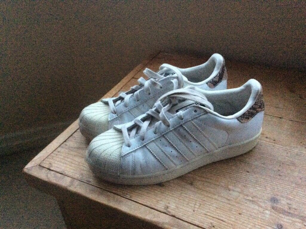 Girls / Ladies Adidas Superstar Trainers Size 7 Used