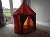 Large play tent, in excellent condition