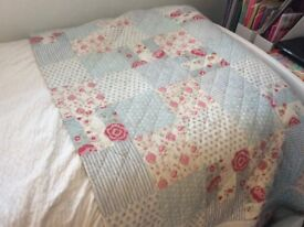 Cath Kidston esq bedspread and matching pillow shams. Fantastic condition