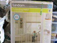 Lindam extending metal wall fix child gate
