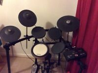 Immaculate Yamaha dtx522 electronic drum kit. .