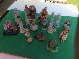 COLLECTION OF FIGURINES.