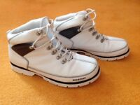 Rockport boots size 8 white