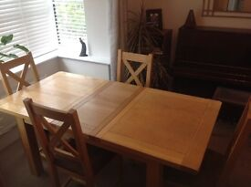 Oak table (extendable) and 4 chairs in very good condition