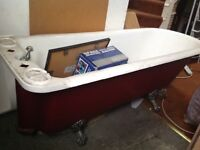 ANTIQUE CAST IRON ROLL TOP BATH FOR SALE,Very heavy