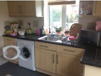 Furnished double room in a 3 bedroom flat 5 minutes from Streatham Hill BR, includes wifi, tv,lounge